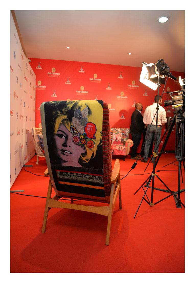 Tina neumann exhibe sus muebles en la premiere de the for Muebles en la estrada